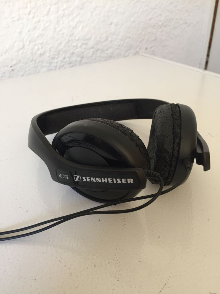 SENNHEISER HD 202 Stereo Headphone with 3m Cable.
