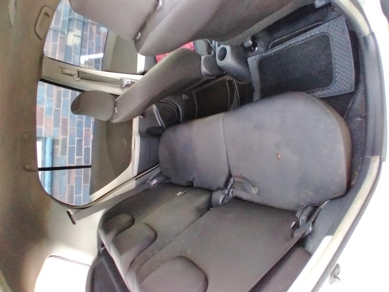 2007 4 door yaris hatch at a bargain