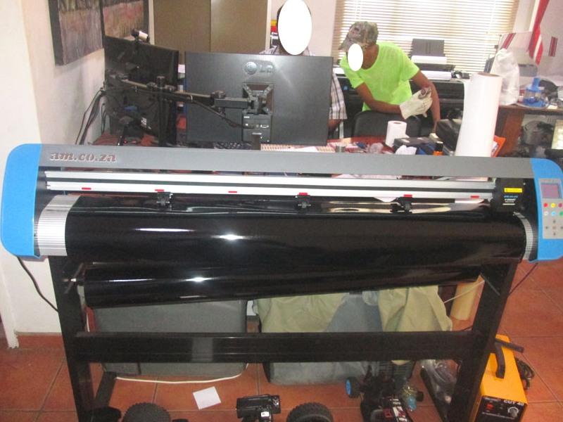 V3-1317 V-Smart Contour Cutting Vinyl Cutter 1310mm Working Area, plus VinylCut Software