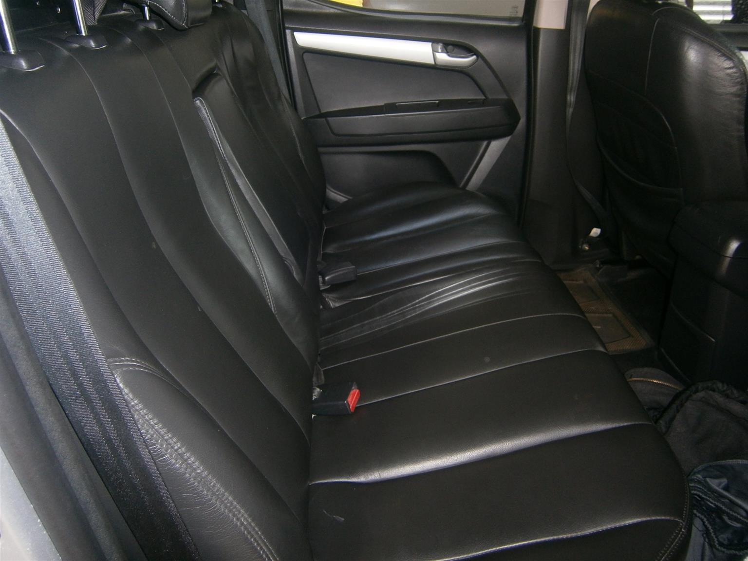 2014 Isuzu KB double cab KB 300 D TEQ LX 4X4 P/U D/C
