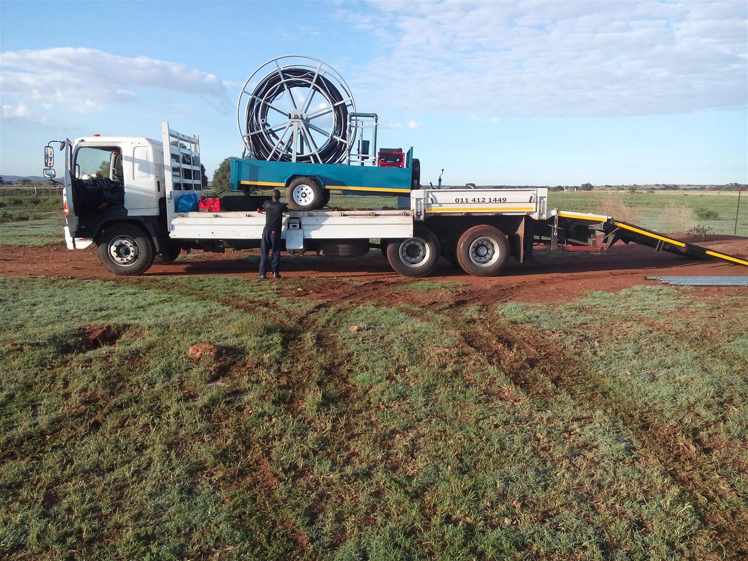 TRUCK FOR HIRE (Flatbed Hino 500)
