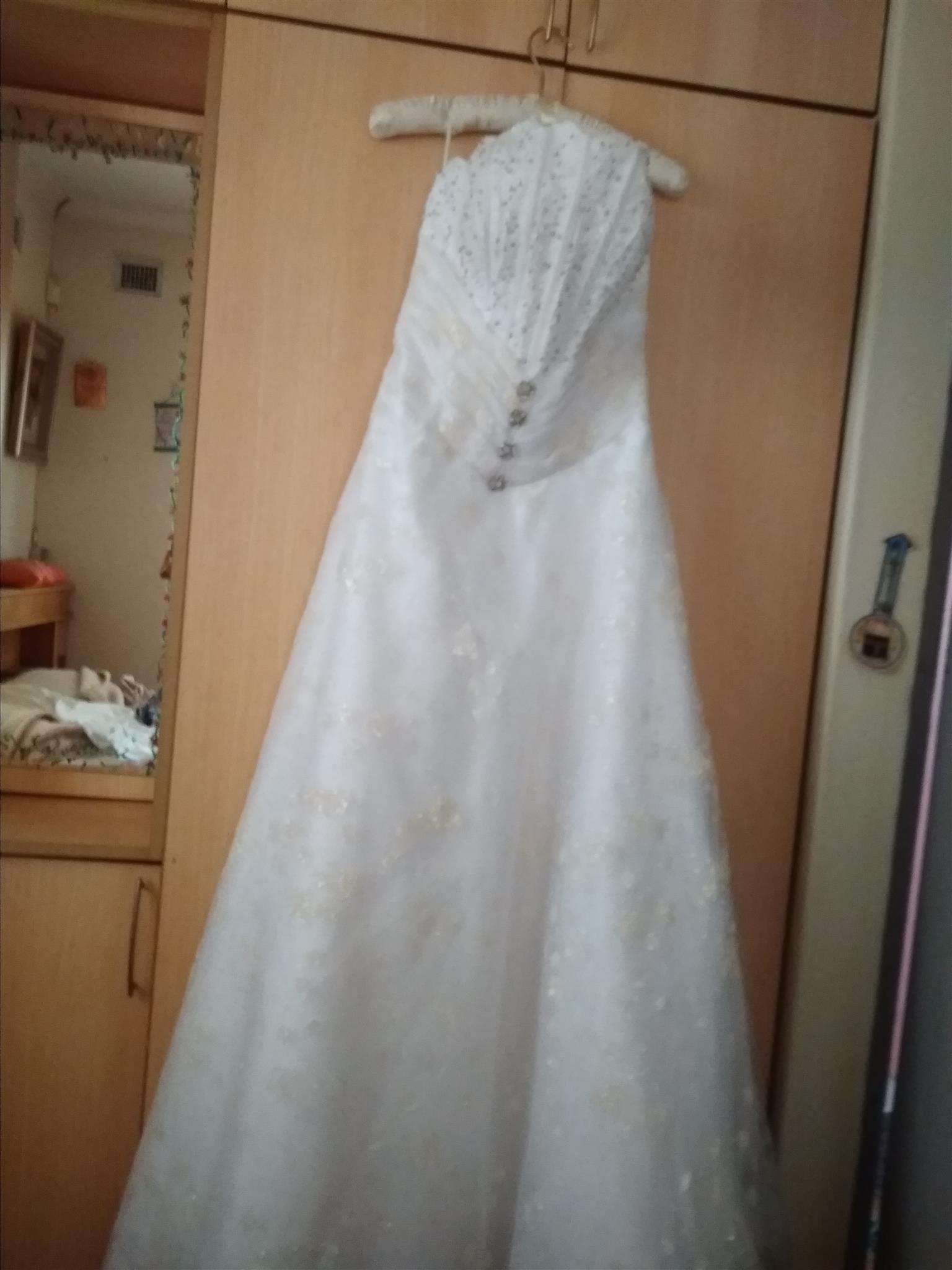 Stunning white weddinggown FOR SALE size34-36