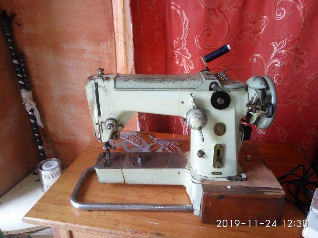 1961 Collectors Item Singer semi-industrial sewing machine