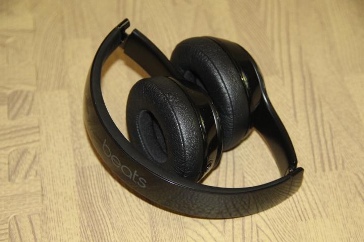 Beats solo 3 wireless headset