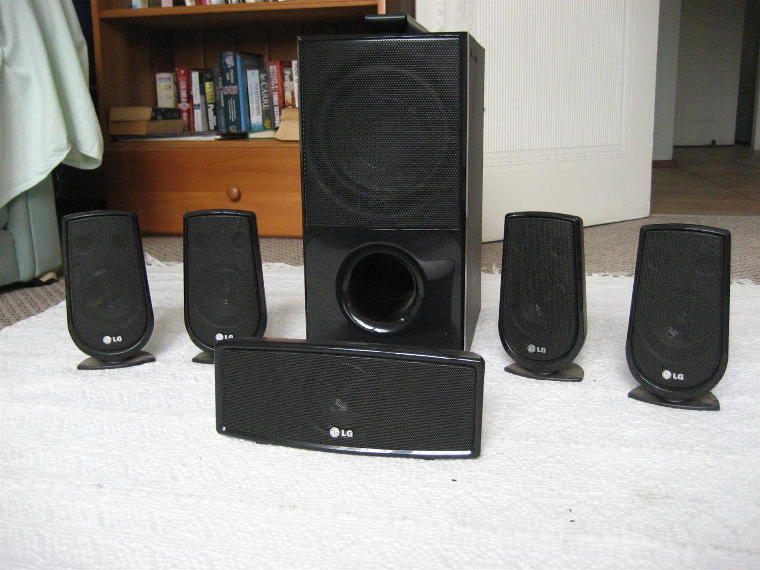 5.1 Surround sound speakers