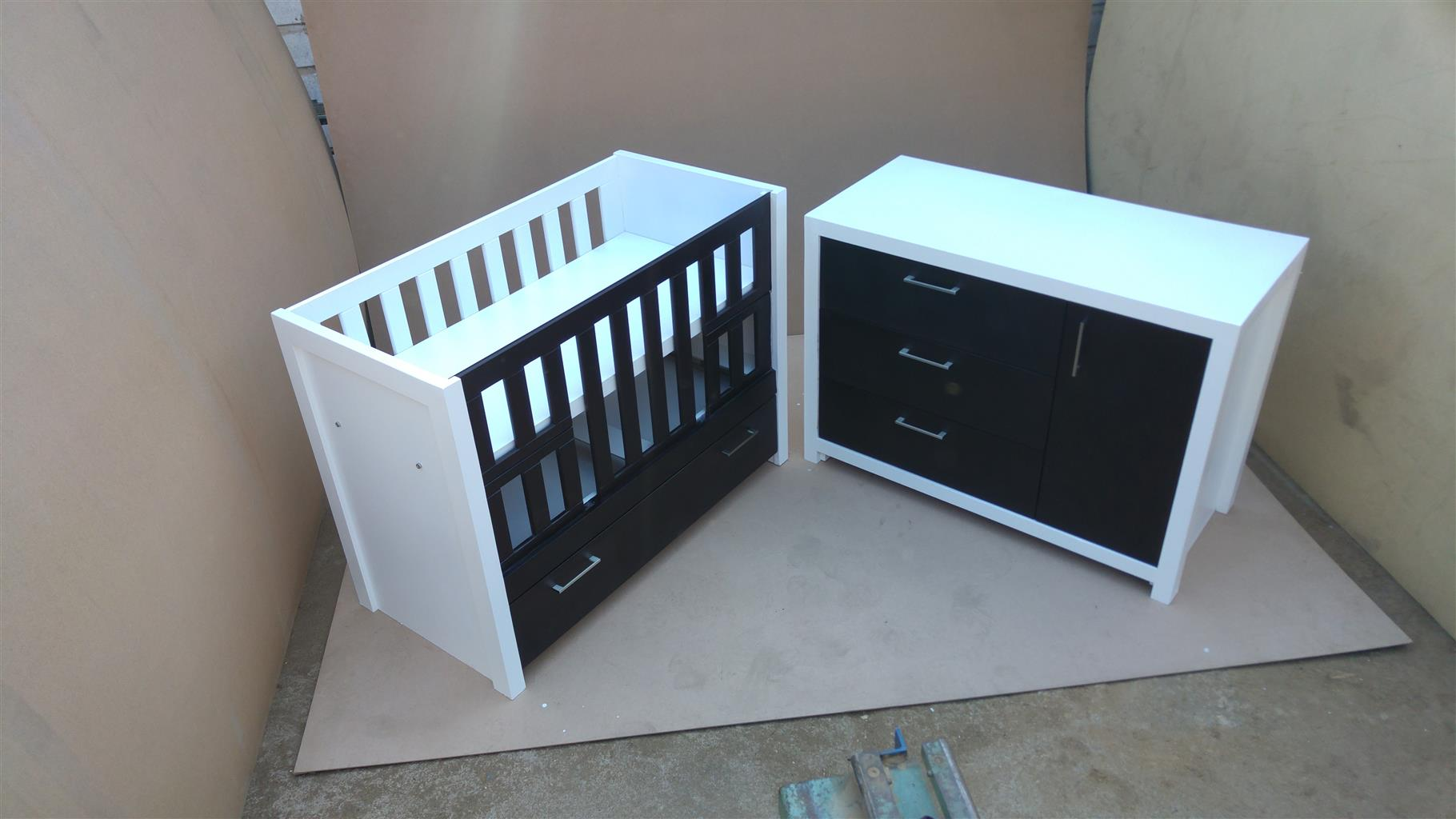 Square Line Baby Cot and Compactum - WD 02