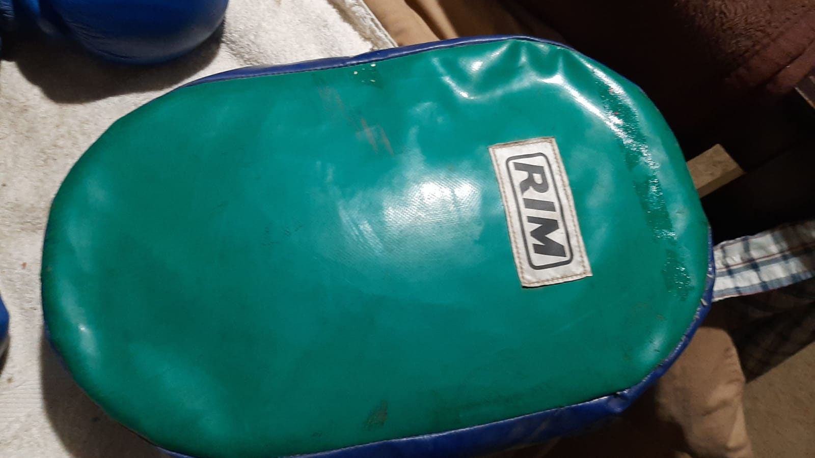 Rim 2 pairs of boxing gloves and a focus pad Meyerton area