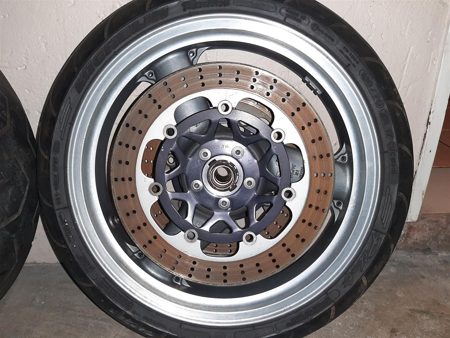 Zx9r wheels and tyres B-model