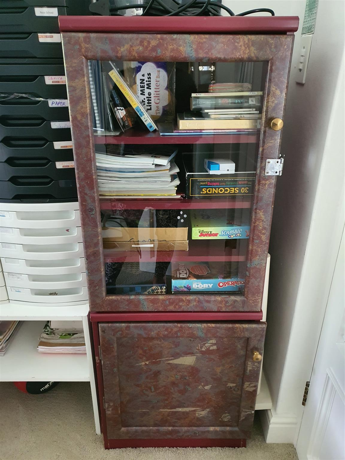 display glass cabinet lockable