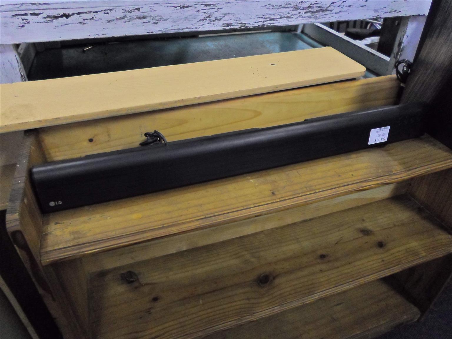 LG Sound Bar - B033033150-1