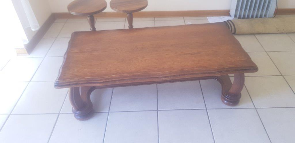 Coffee Table with 2 side tables