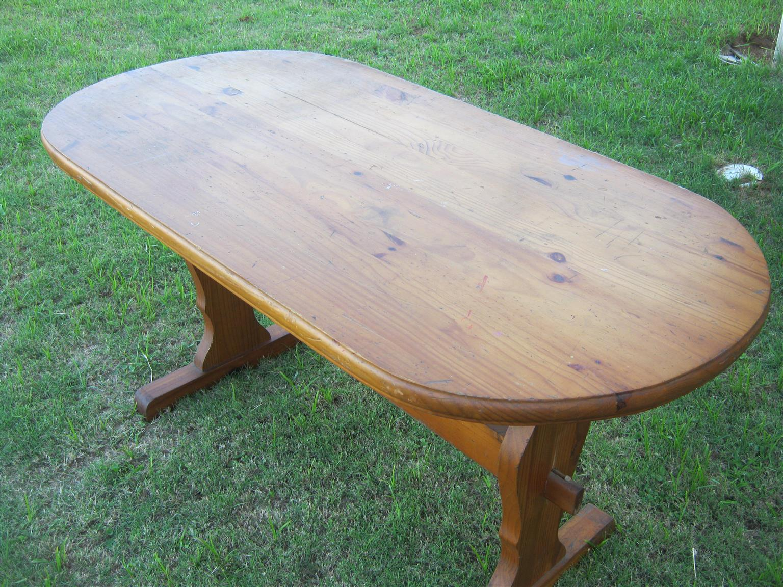 Solid Pine Oval Dinette In Good Condition