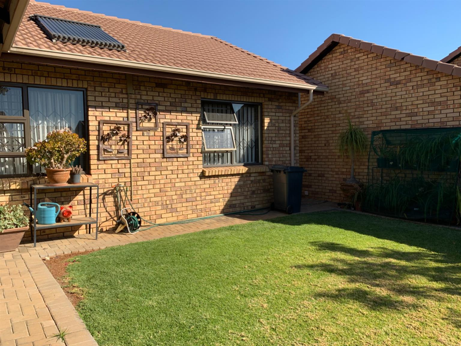Townhouse For Sale in Willow Park Manor