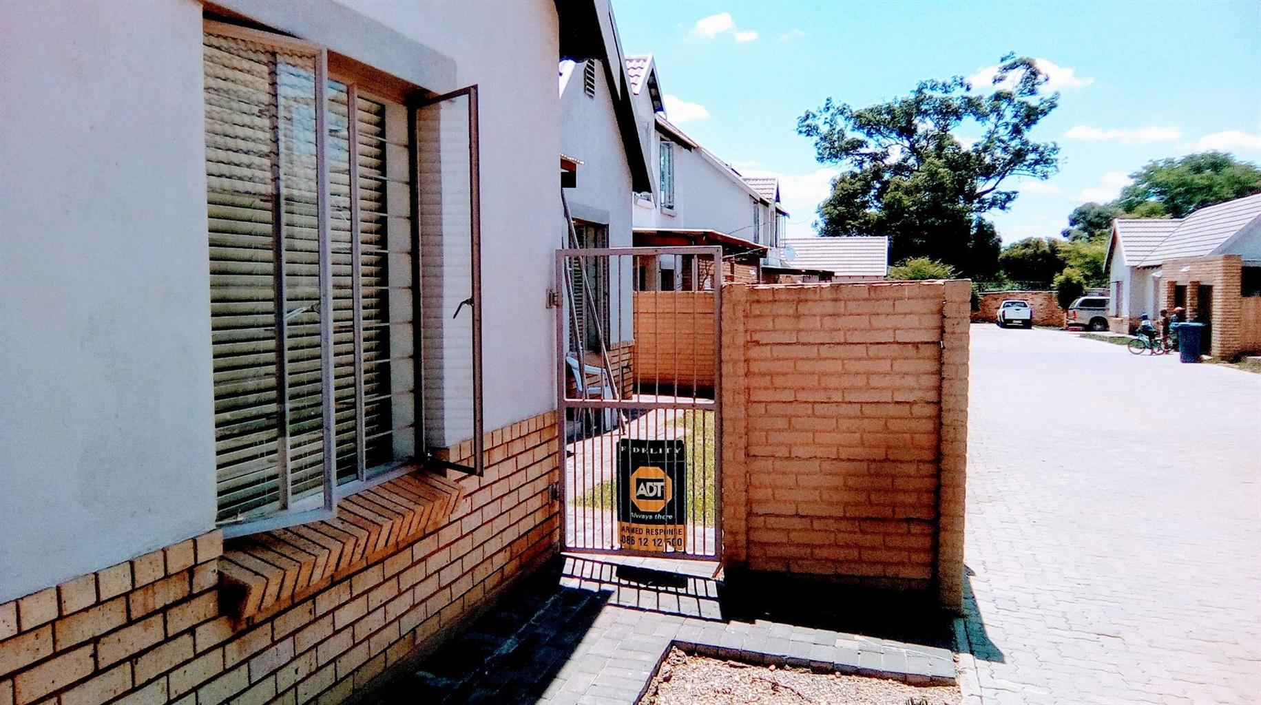 House For Sale in WILLOW PARK