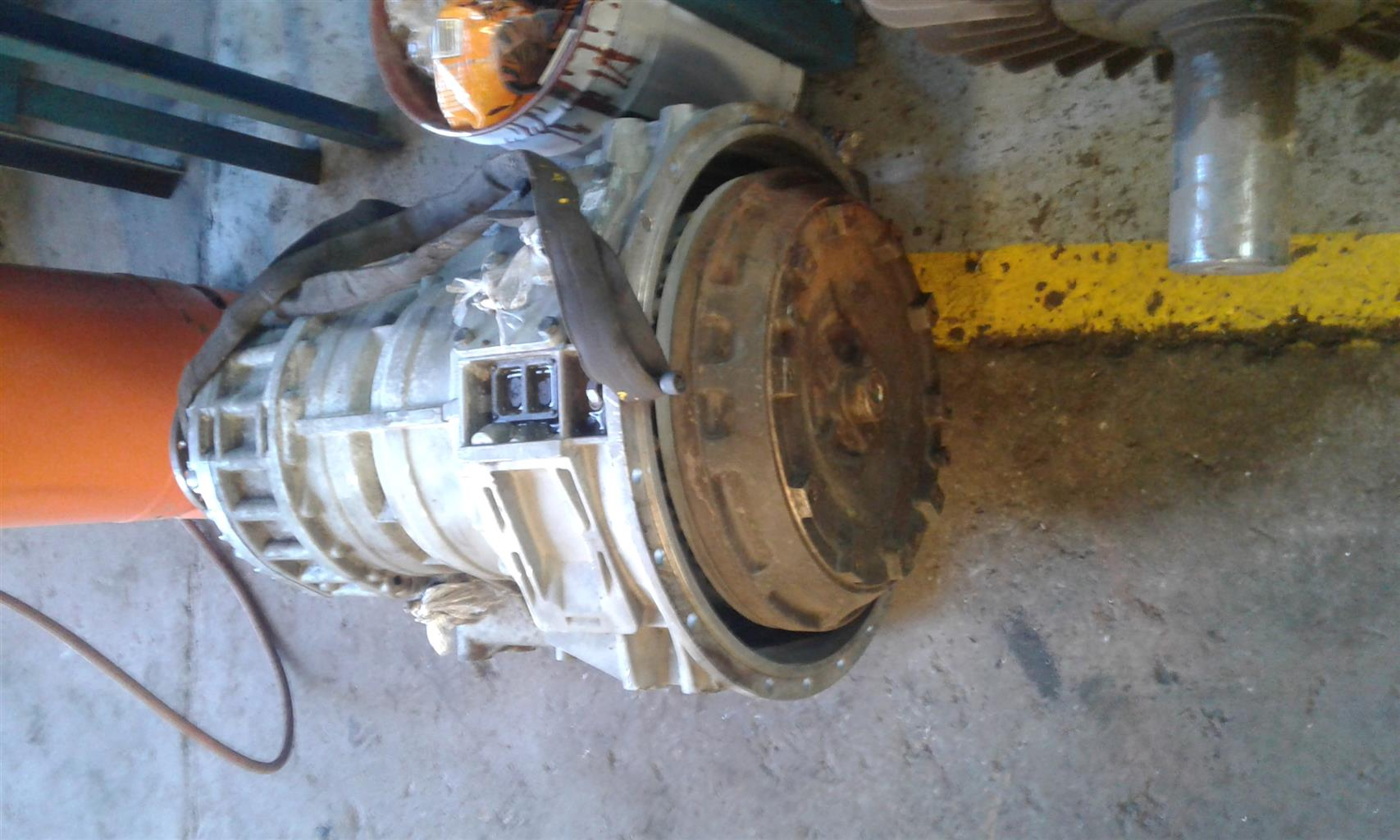 Mercedes truck gearbox complete with torque converter