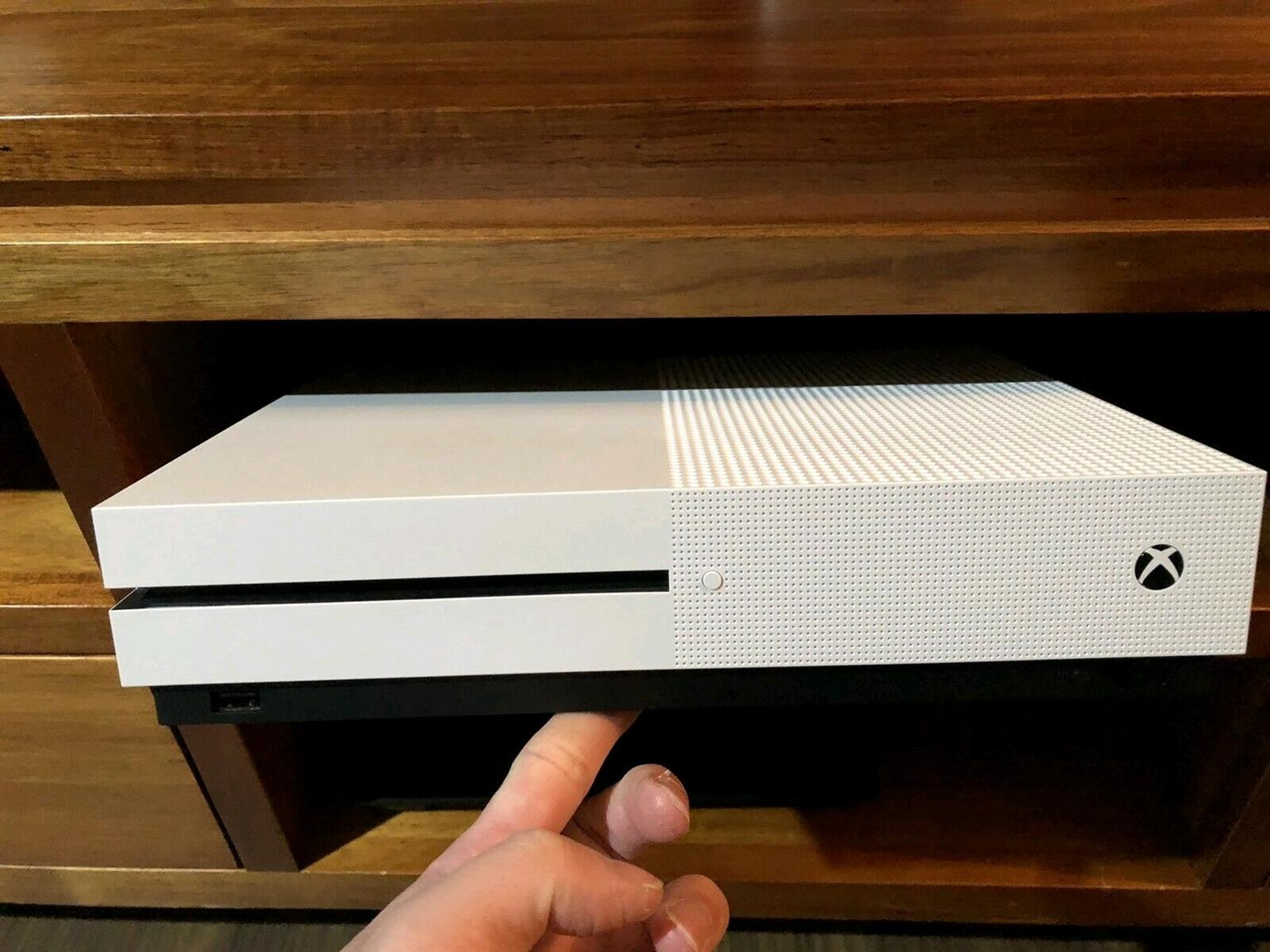 Xbox one s 1tb console brand new includes all cables and 1 wireless control price R3599