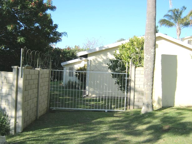 Neat 3 Bedroom,2 Bathroom Simplex for sale in Port Edward.