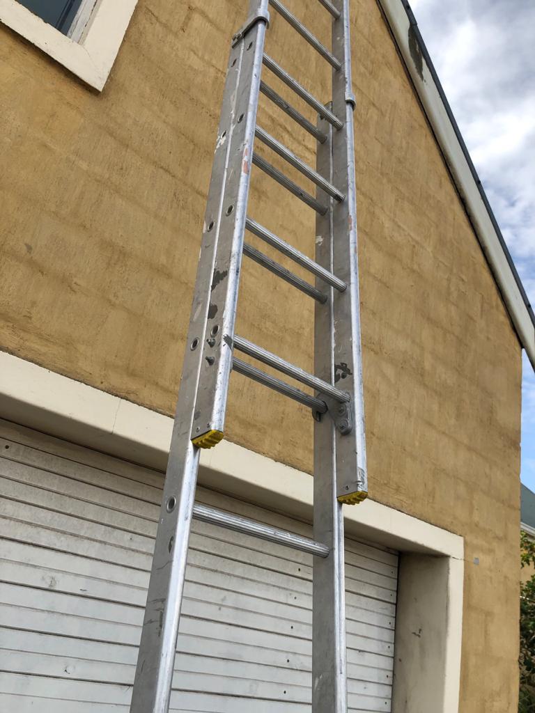 Aluminium painters/builders exension ladder - 2 x 11 step - maximum 610cm
