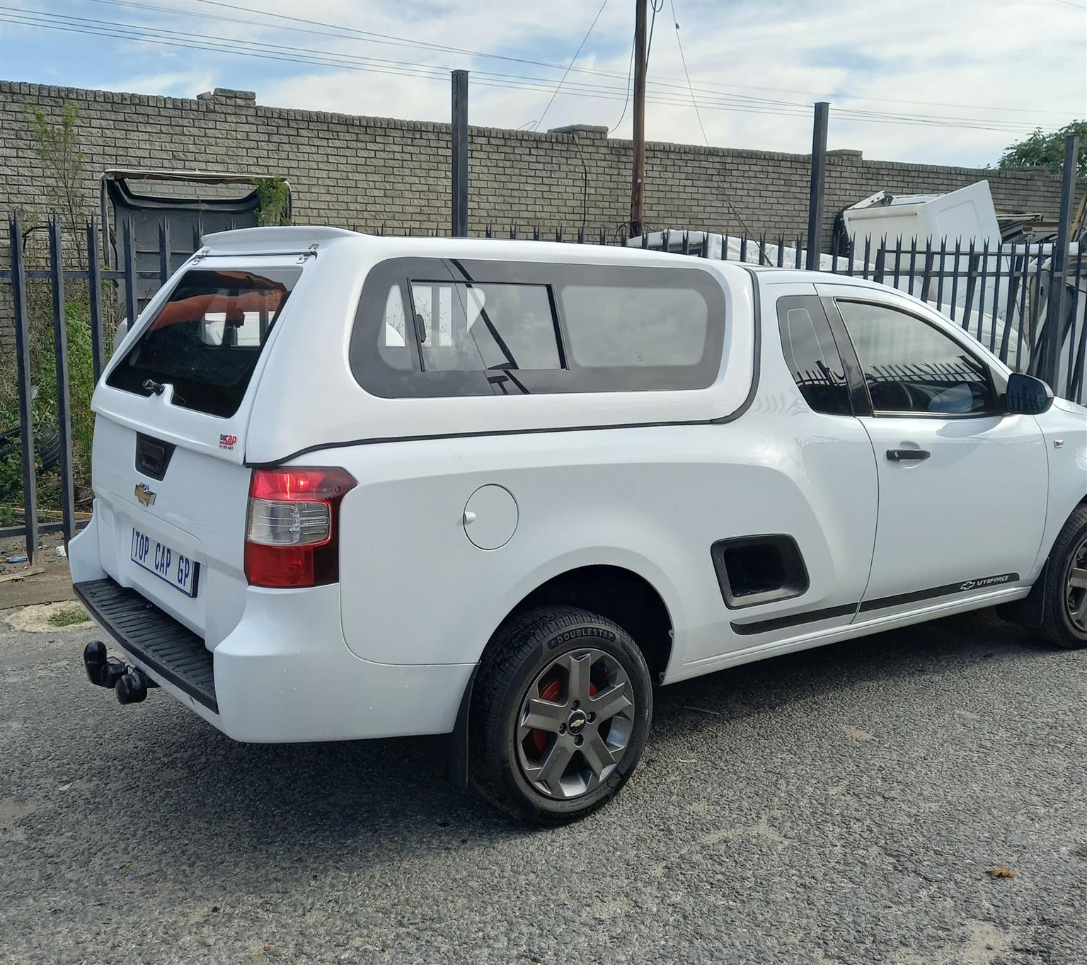 CHEV UTILITY BAKKIE CANOPY WITH BONDED WINDOWS FOR SALE
