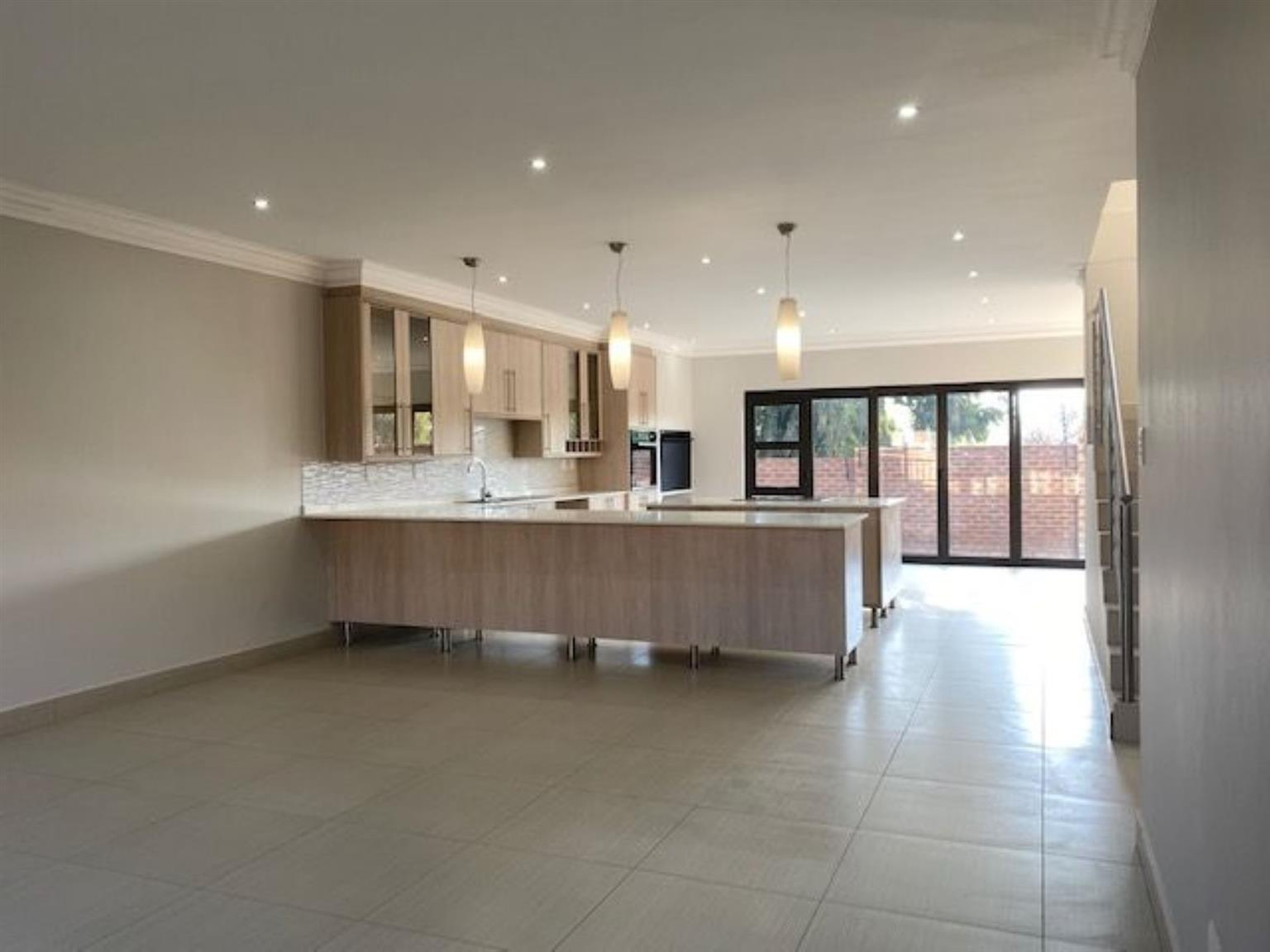 Townhouse For Sale in HEUWELSIG