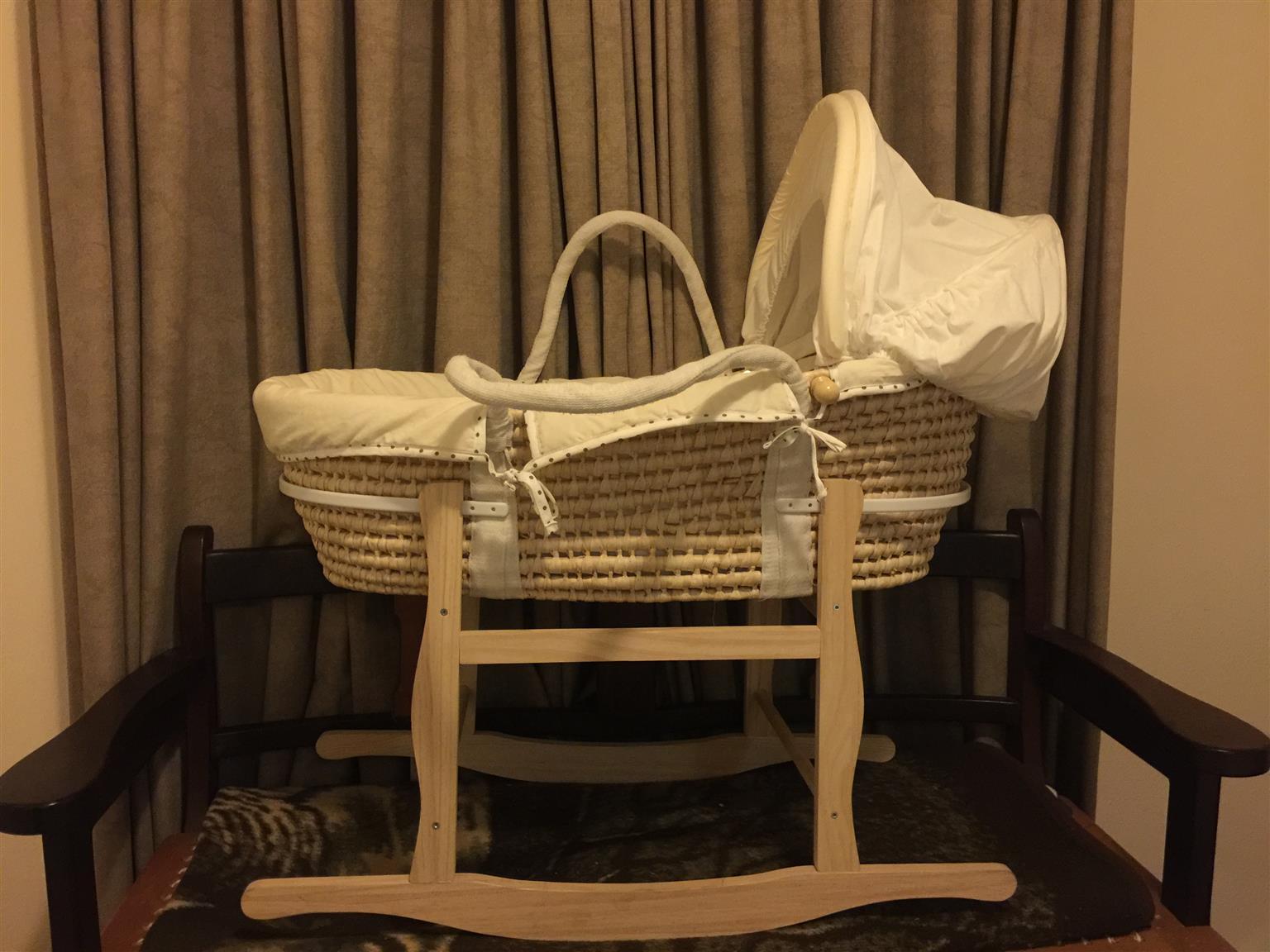 Box Matras Baby : Baby moses basket crib junk mail