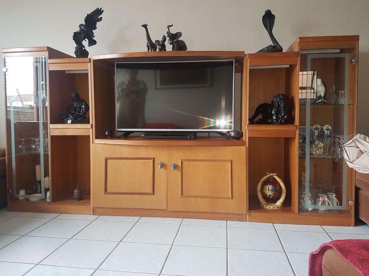 TV / DISPLAY OAK CABINET
