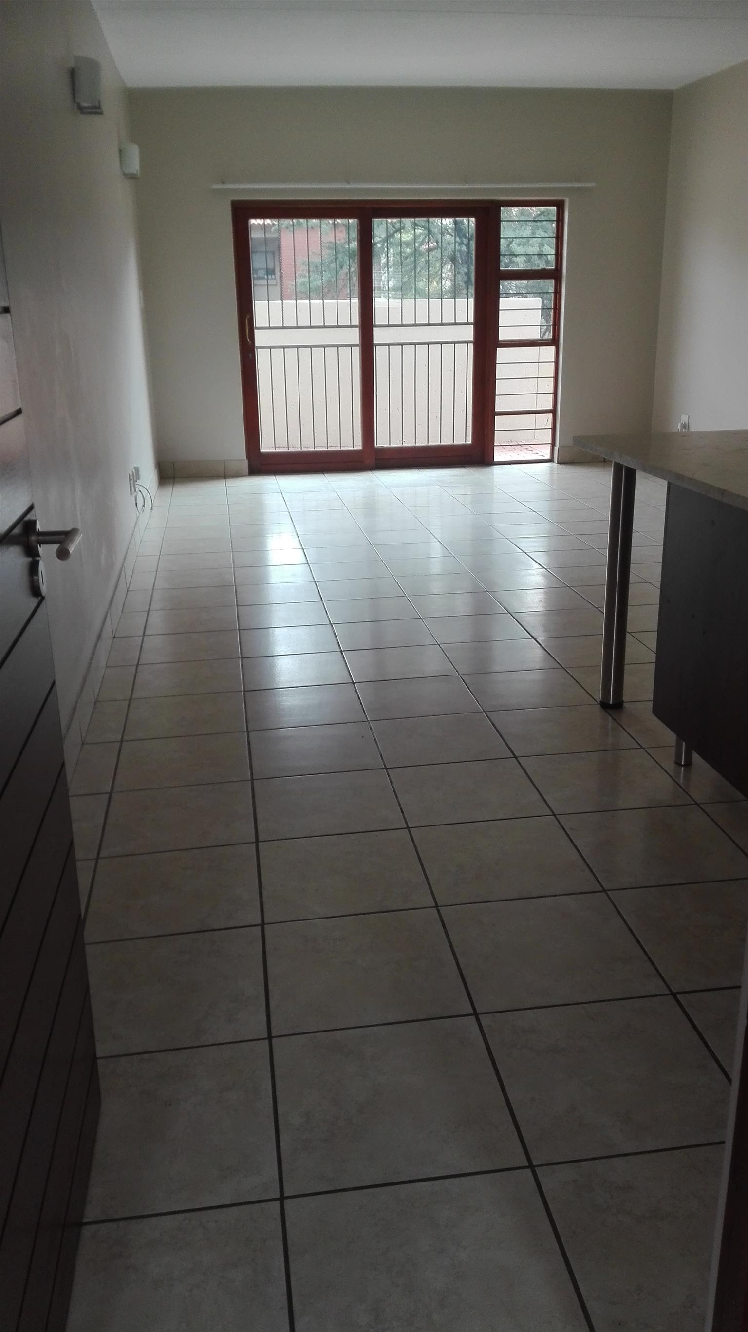VERY NEAT MODERN 2 bedr:Blue stream 75, Close to Woodlands Mall, Pta East
