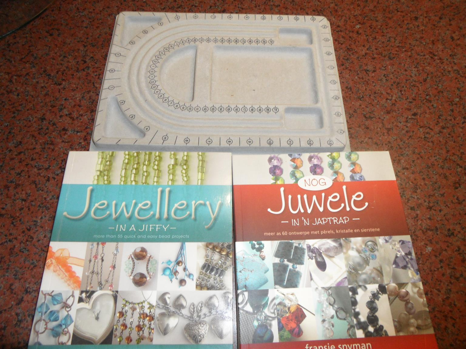 BOOKS ABOUT HOW TO MAKE JEWELLERY PLUS BEAD BOARD
