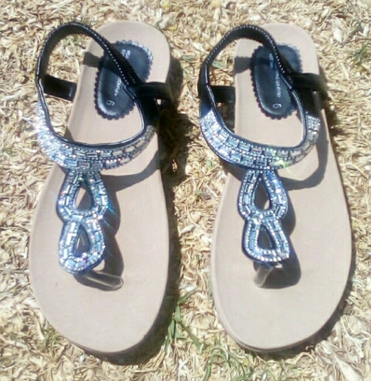PRICED TO GO!! Brand New SILVER & BLACK SANDALS!!