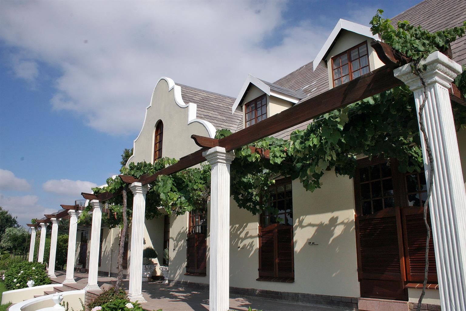I have a delightful Penthouse 2 bedroom flat in North Riding/Randburg.