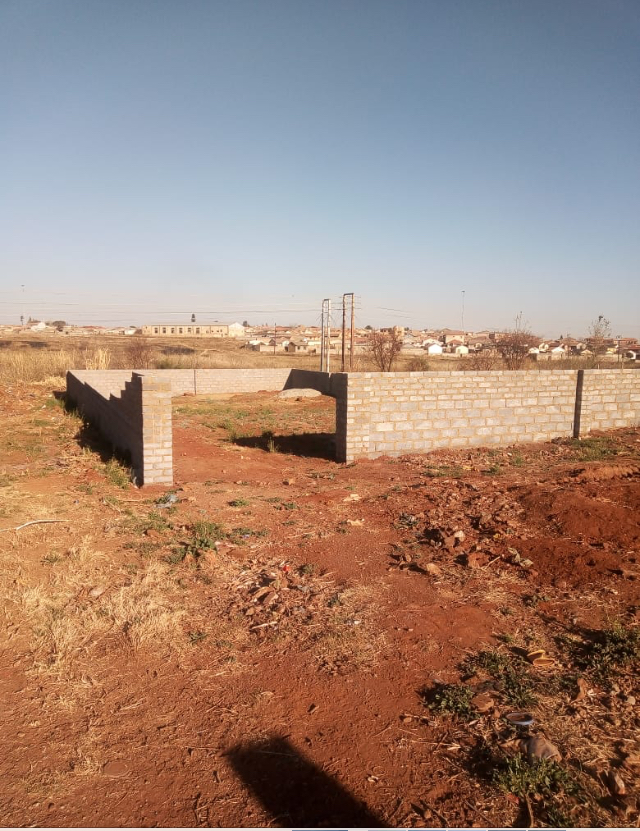 A BIG STAND IN  GREENVILLAGE NEXT TO DOBSONVILLE AREA IN SOWETO FOR SALE
