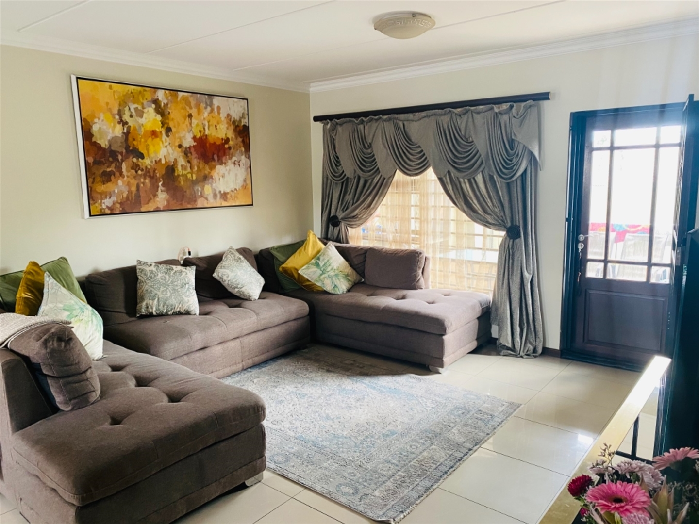 Townhouse For Sale in Barbeque Downs