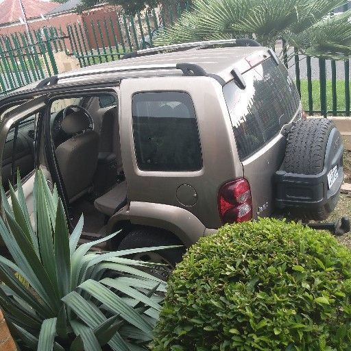 Disc updated3,7 litterPetrol engineautomatic gearboxNB.. Everything in place only engine missingFor viewing in Johannesburg south Kenilworth please call Ryan on 084 0484 674