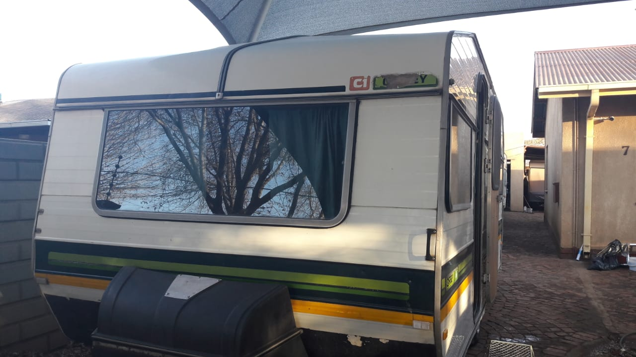 GYPSEY 4 WITH FULL TENT AND BIG FRIDGE AND FREEZER IN GOOD CONDITION