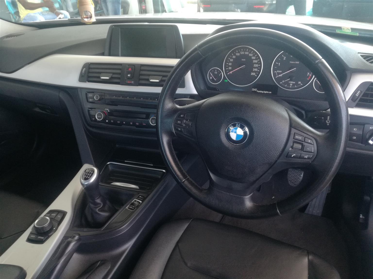 2012 BMW 3 Series 320i