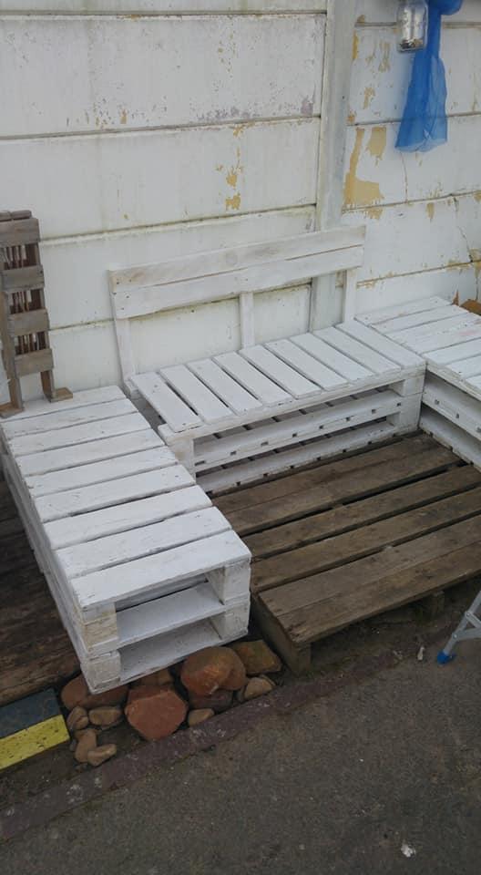White pallet garden set for sale