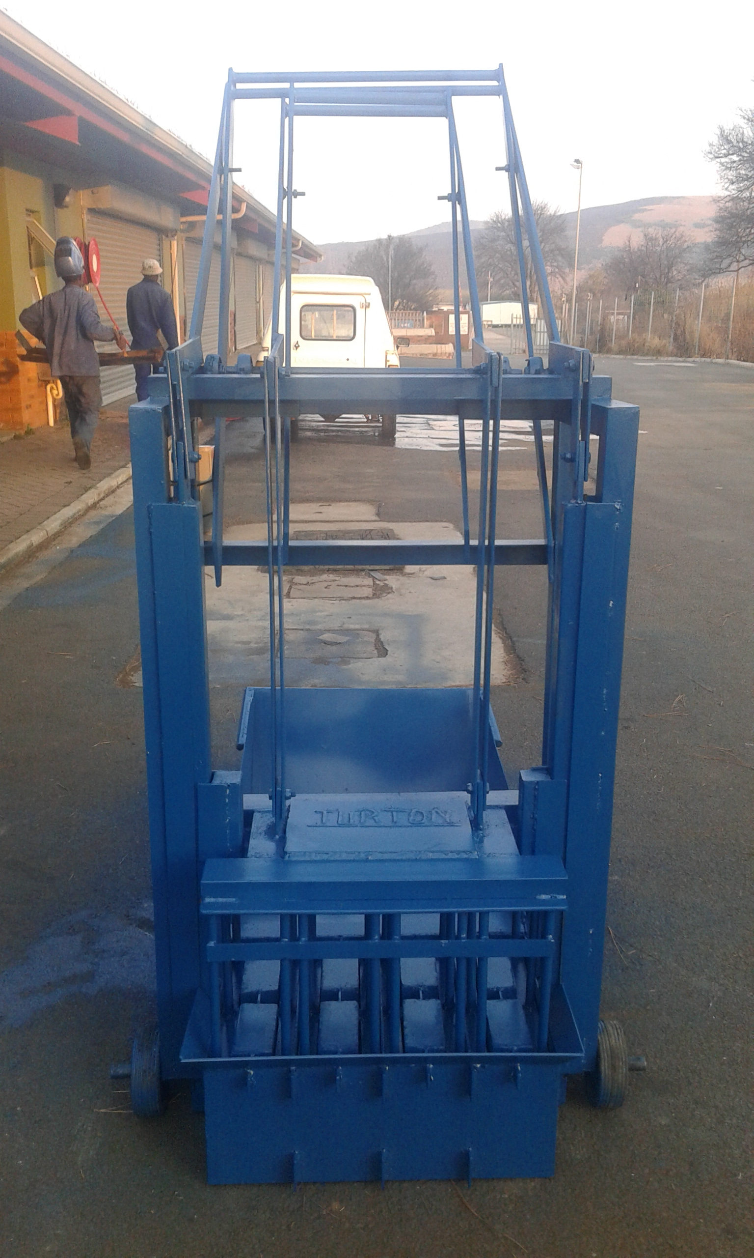 New manual block machine