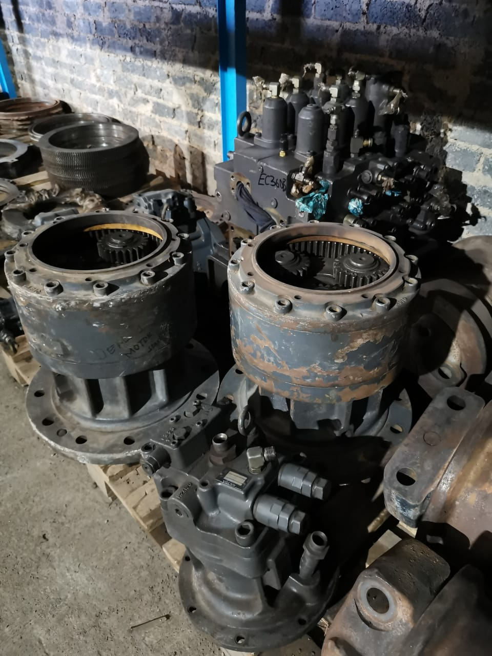 Volvo excvators swing motors and valve bank