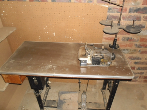 SINGER INDUSTRIAL-OVER-LOCKER Sowing machine, working order for factory or home use ABSOLUTE BARGAIN