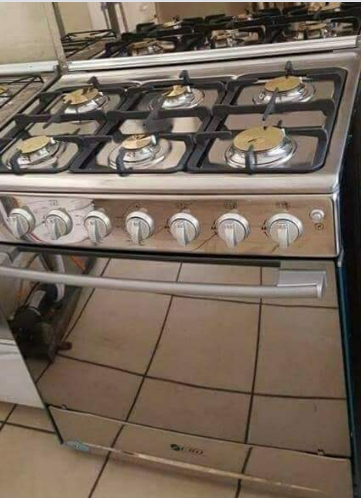 6 burner gasstove for sale. New with guarentee.R7 650. Call naomi on 082 520 871