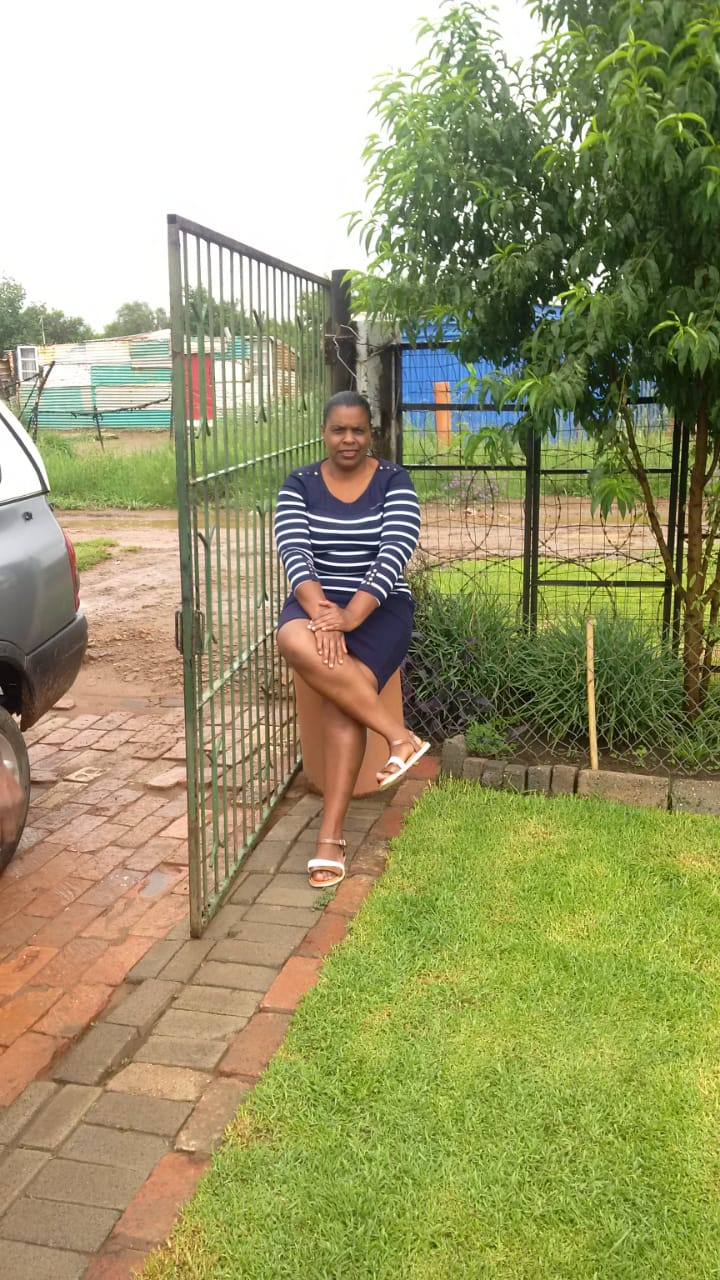 Smart,experienced and trained Zim maid with certificates and refs needs sleep in