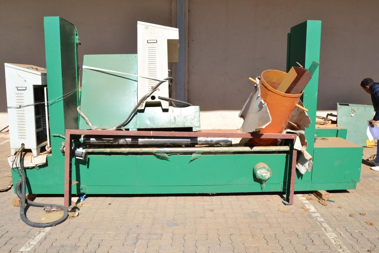 Round Sponge Peeling Cutting Machine, Ø-2.000 x 2.150mm