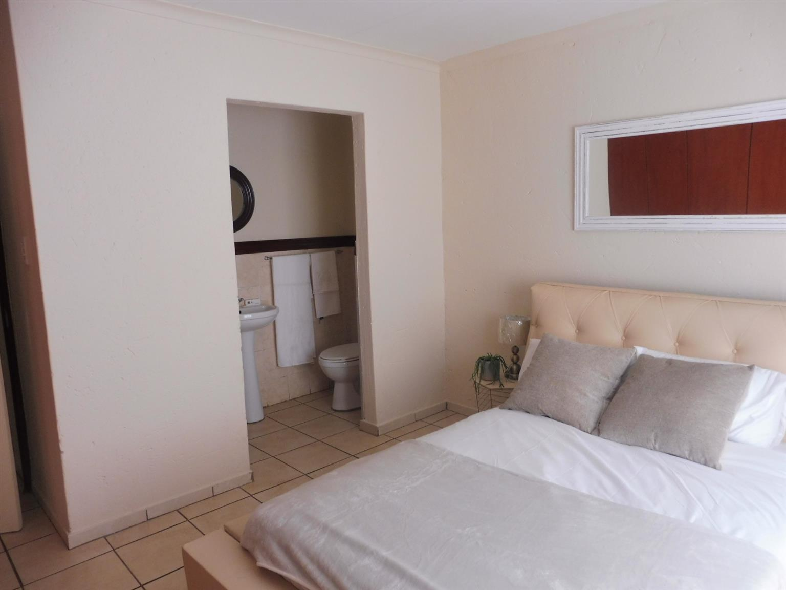 2 Bedroom, 2 Bathroom, Lock-up Garage, Theresapark