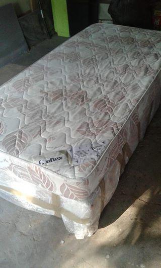 Enkelbed matras met basis