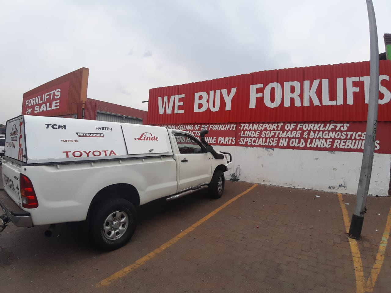 BUY and SELL of Forklifts and Parts