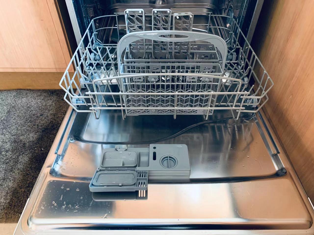 Kelvinator Dishwasher for sale @R3500 ONO Pretoria east Tel & whatsapp 0766868118