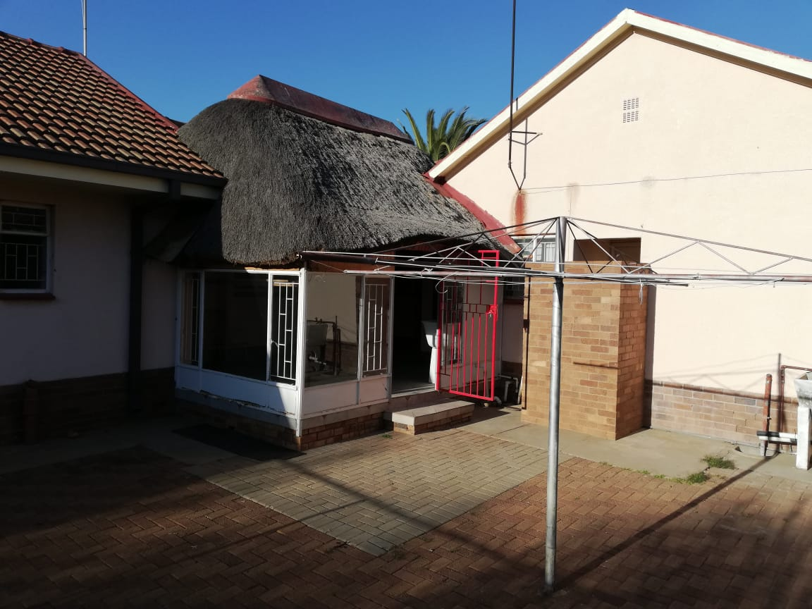 STUNNING 4 bed House with Lapa and all the EXTRAS - Ready, move in & Stay!