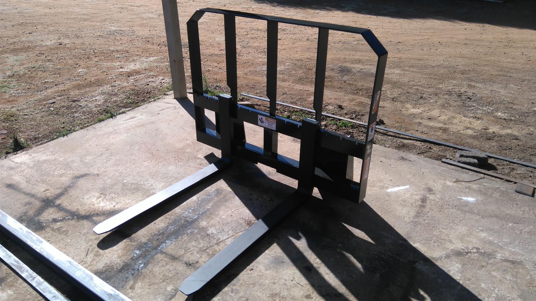 Pallet fork skidsteer attachments ( new )