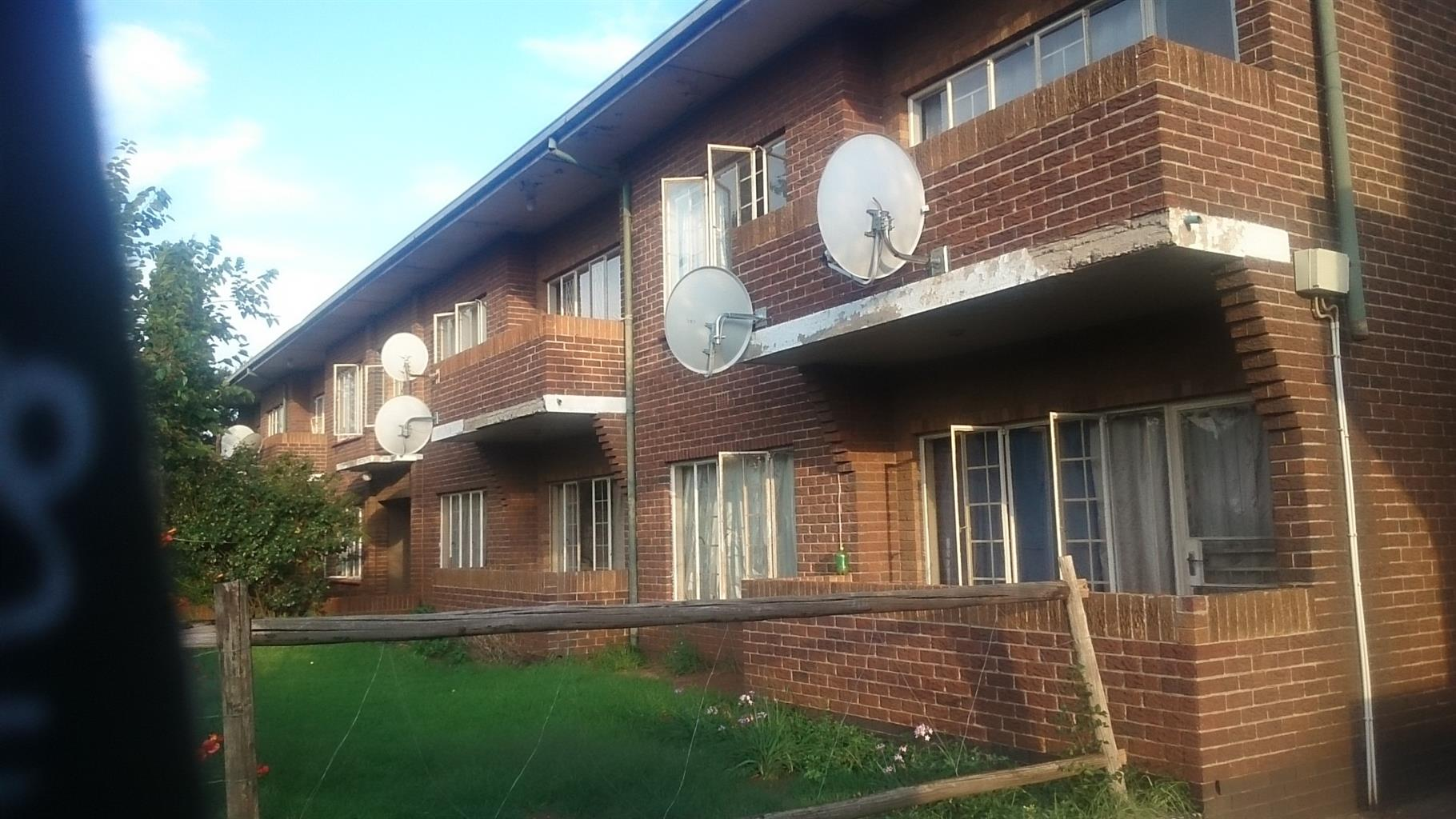 Apartment For Sale in Driehoek
