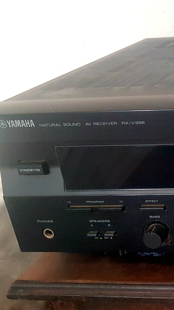 Yamaha amplifier with speakers
